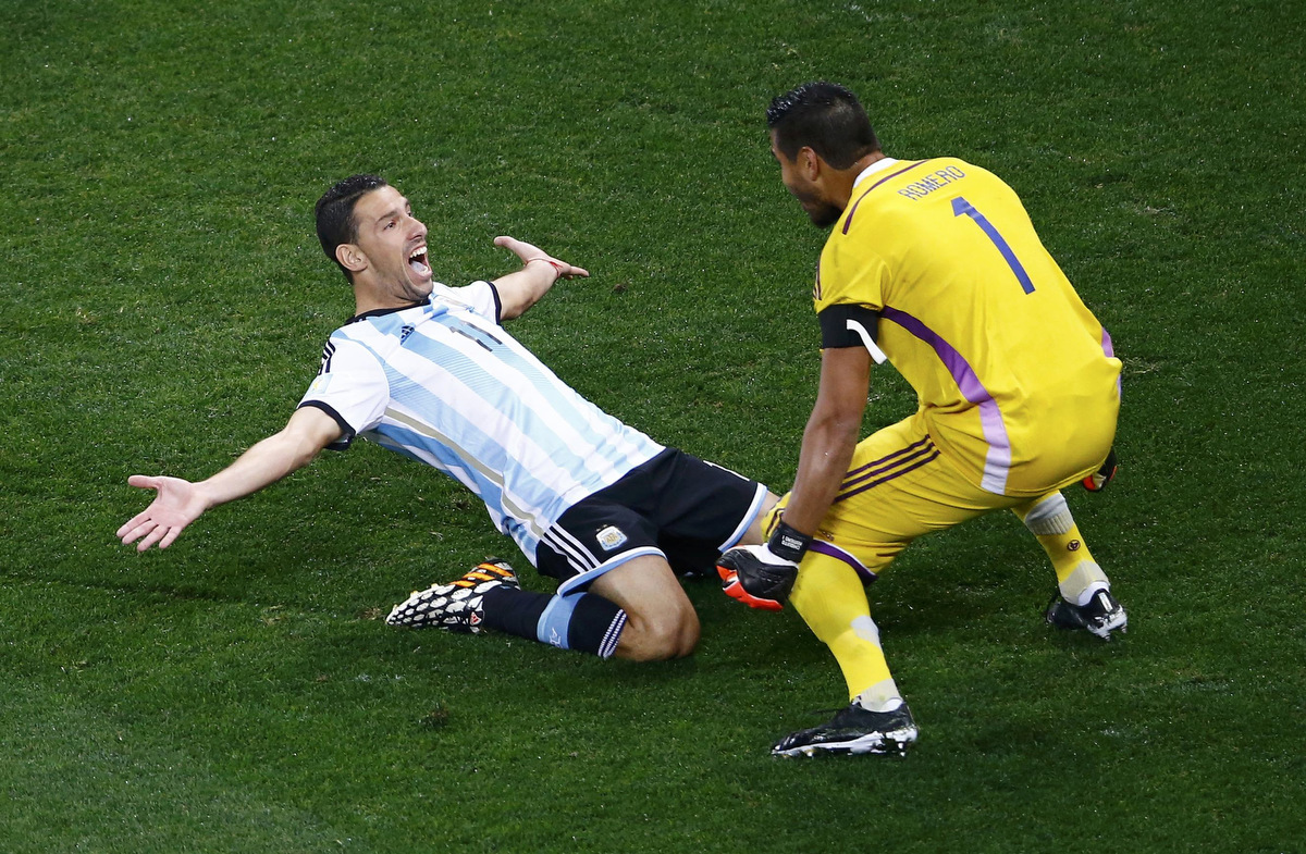 2014 FIFA World Cup: Argentina defeats Netherlands 4-2 in penalty kicks