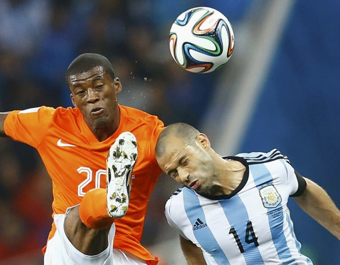 Georginio Wijnaldum of the Netherlands kicks the ball beside Argentina's Javier Mascherano (R) during their 2014 World Cup semi-finals at the Corinthians arena in Sao Paulo July 9, 2014. (Dominic Ebenbichler/Reuters)