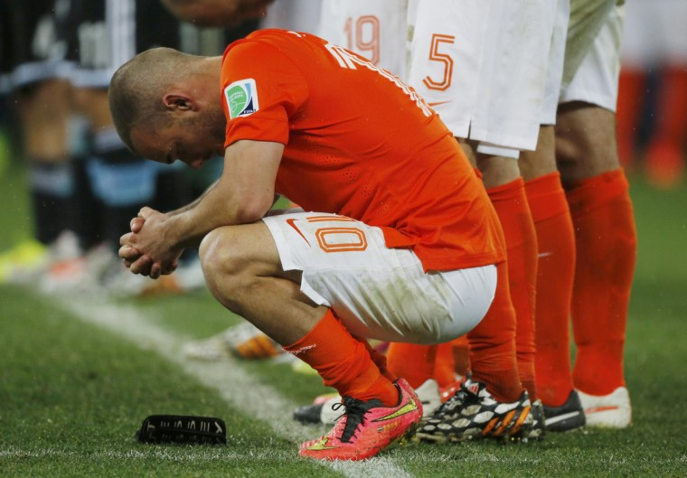 Wesley Sneijder of the Netherlands reacts after his teammate Ron Vlaar missed an opportunity to score a goal against Argentina during a penalty shoot-out at their 2014 World Cup semi-finals at the Corinthians arena in Sao Paulo July 9, 2014. (Sergio Moraes/Reuters)