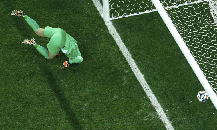 Goalkeeper Jasper Cillessen of the Netherlands reacts after a penalty goal by Argentina's Enzo Perez during a penalty shootout in their 2014 World Cup semi-finals at the Corinthians arena in Sao Paulo July 9, 2014. (Fabrizio Bensch/Reuters)