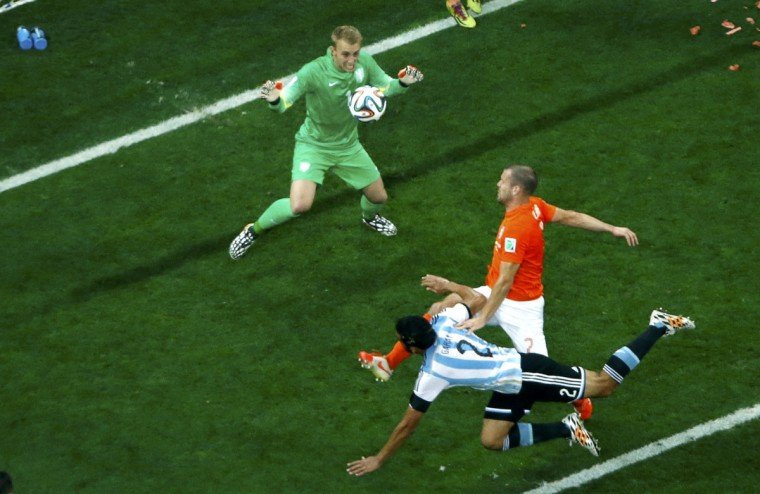 Argentina's Ezequiel Garay attempts to score during the 2014 World Cup semi-finals between Argentina and the Netherlands at the Corinthians arena in Sao Paulo July 9, 2014. (Fabrizio Bensch/Reuters)