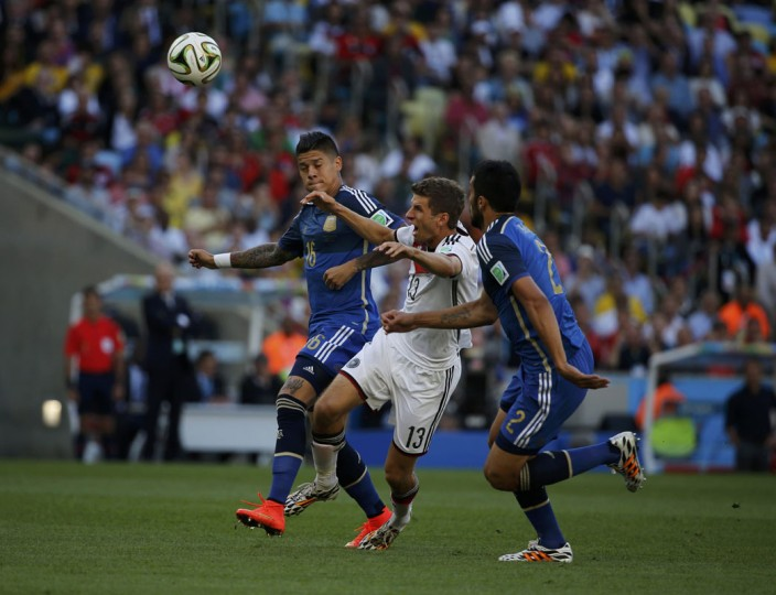 Germany's Thomas Mueller is challenged by Argentina's Marcos Rojo and Ezequiel Garay during their 2014 World Cup final at the Maracana stadium in Rio de Janeiro July 13, 2014. (Sergio Moraes/Reuters)