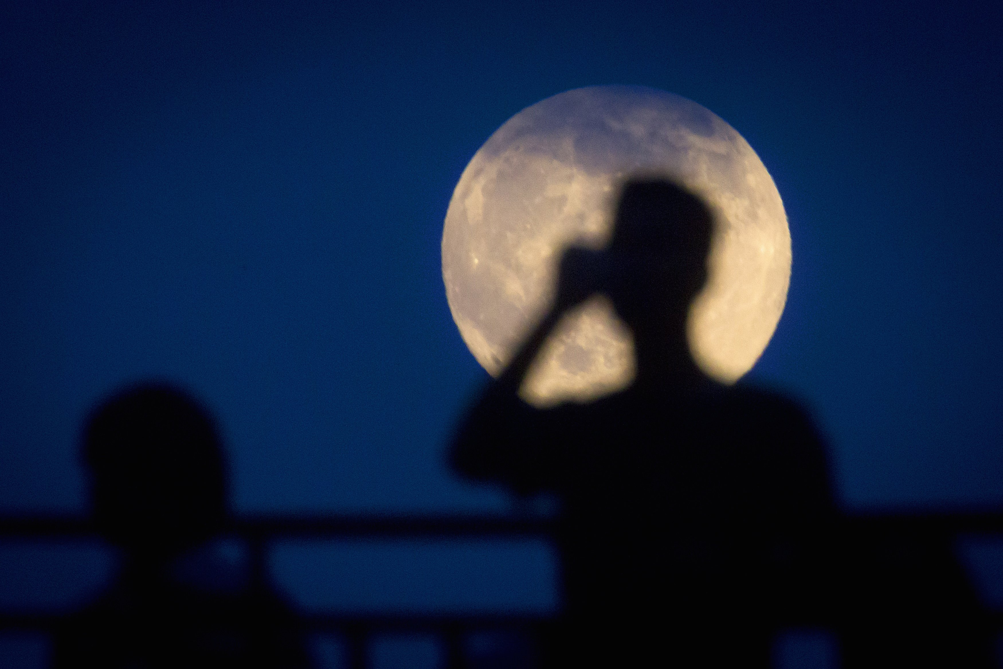 First 'supermoon' of 2014 makes debut over summer skies