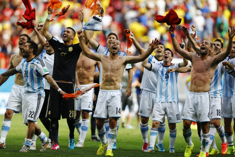 Argentina's players celebrate their win against Belgium. (REUTERS/Dominic Ebenbichler)