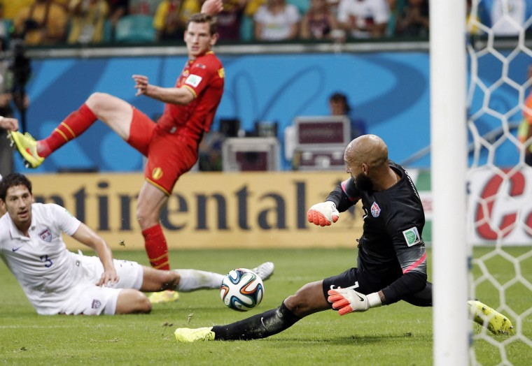 United States goalkeeper Tim Howard (1) defends the goal against Belgium defender Jan Vertonghen (5) during the second half of their round of sixteen match in the 2014 World Cup at Arena Fonte Nova. (Winslow Townson/USA TODAY Sports)
