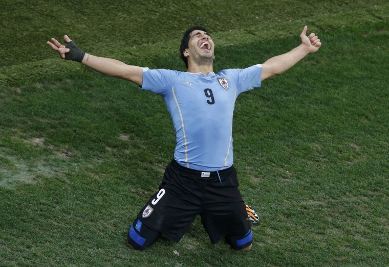Uruguay's Luis Suarez celebrates scoring his team's second goal against England during their 2014 World Cup Group D soccer match at the Corinthians arena in Sao Paulo. (REUTERS/Paulo Whitaker)