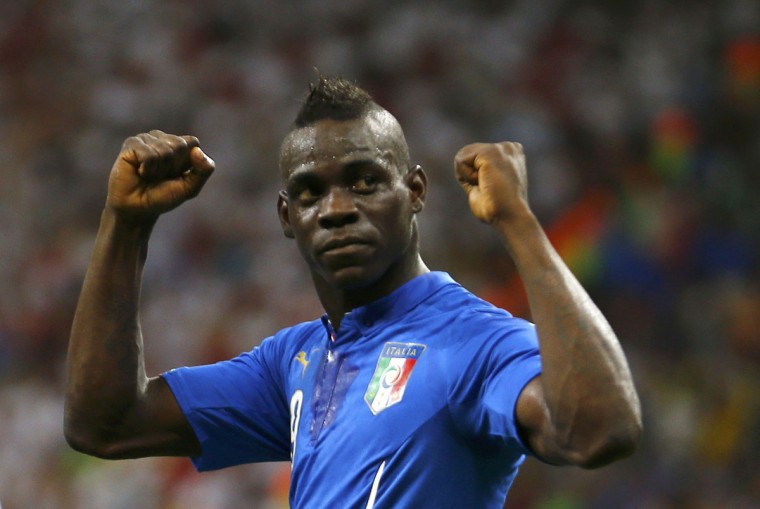 Italy's Mario Balotelli celebrates after scoring a goal past England's goalkeeper Joe Hart during their 2014 World Cup Group D soccer match at the Amazonia arena in Manaus. (REUTERS/Ivan Alvarado)