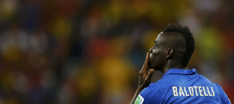 Italy's Mario Balotelli celebrates after scoring against England during their 2014 World Cup Group D soccer match at the Amazonia arena in Manaus. (REUTERS/Ivan Alvarado)