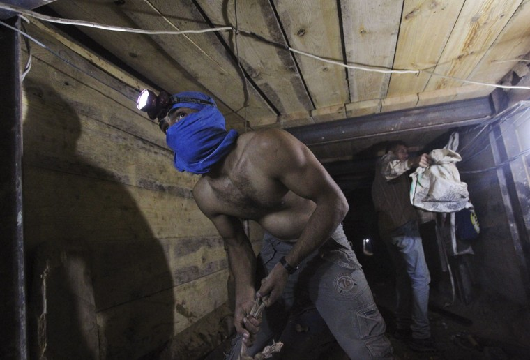 Tunnel workers work inside a smuggling tunnel dug beneath the Gaza-Egypt border in the southern Gaza Strip on October 8, 2013. (REUTERS/Ahmed Zakot)