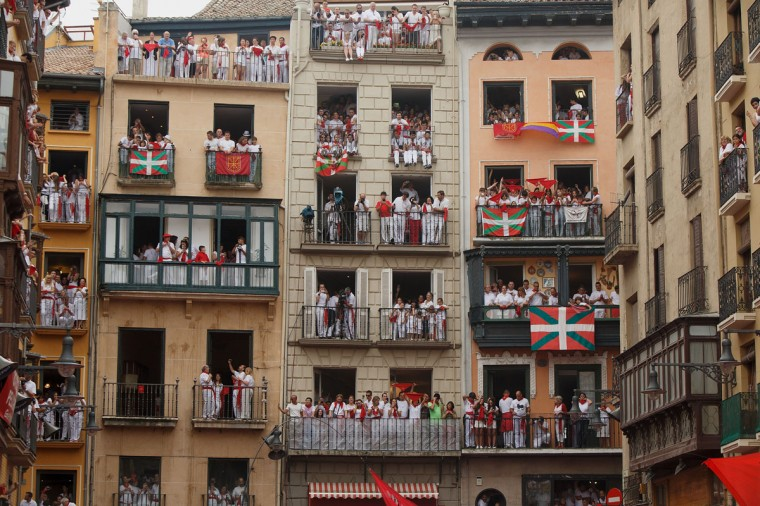 Revellers stand on balconies watching the opening and the firing of the 'Chupinazo' rocket, which starts the 2014 Festival of the San Fermin Running of the Bulls on July 6, 2014 in Pamplona, Spain. (Photo by Pablo Blazquez Dominguez/Getty Images)
