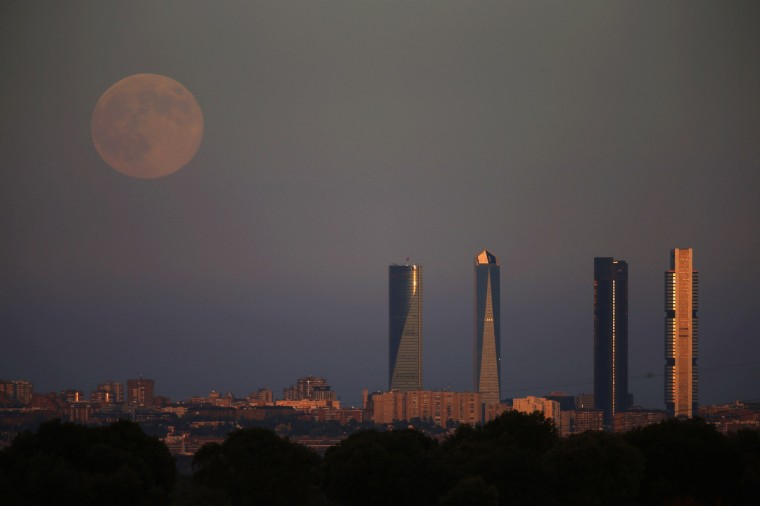 The Supermoon rises over the Four Towers Business Area in Madrid August 10, 2014. Occurring when a full moon or new moon coincides with the closest approach the moon makes to the Earth, the Supermoon results in a larger-than-usual appearance of the lunar disk. (Sergio Perez/Reuters)