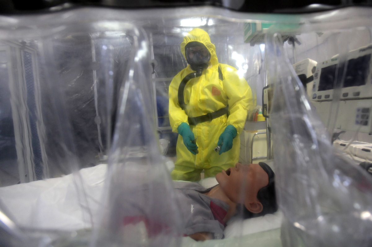 the symptoms of ebola virus an infectious disease Ebola virus disease: causes, symptoms, and prevention ebola alert june 8, 2018 0 brian coyne, md ebola is an extremely rare disease, but it can find its way into the public.