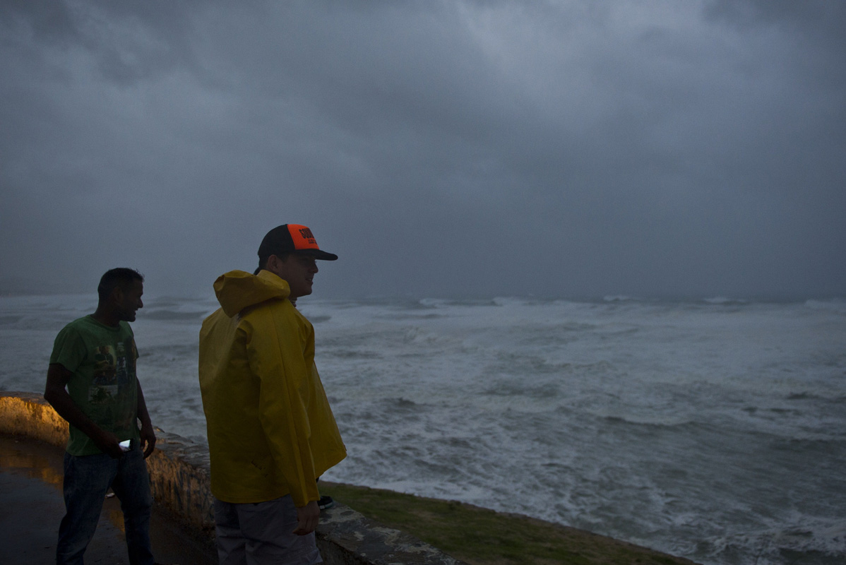 Hurricane Odile lashes Baja California