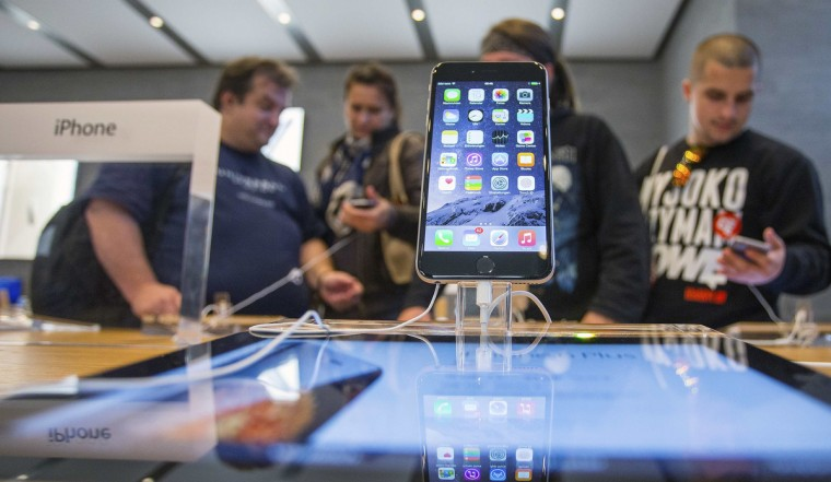 People try out the newly released iPhone 6 at the Apple store in Berlin September 19, 2014. Hannibal Hanschke/Reuters photo
