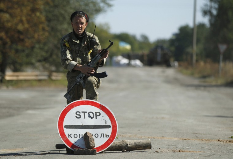 A Ukrainian serviceman stands guard at a checkpoint near the town of Horlivka in eastern Ukraine, September 18, 2014. Ukrainian President Petro Poroshenko appealed to the U.S. Congress for lethal and non-lethal military aid, more sanctions and a special security status on Thursday during a visit to Washington to bolster U.S. support for his strategy in handling Russian-backed separatists. (David Mdzinarishvili/Reuters)