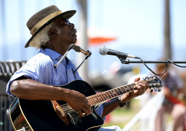 Another street performer jams out with guitar and harmonica on the Venice Beach Boardwalk, Thursday, Aug. 28.