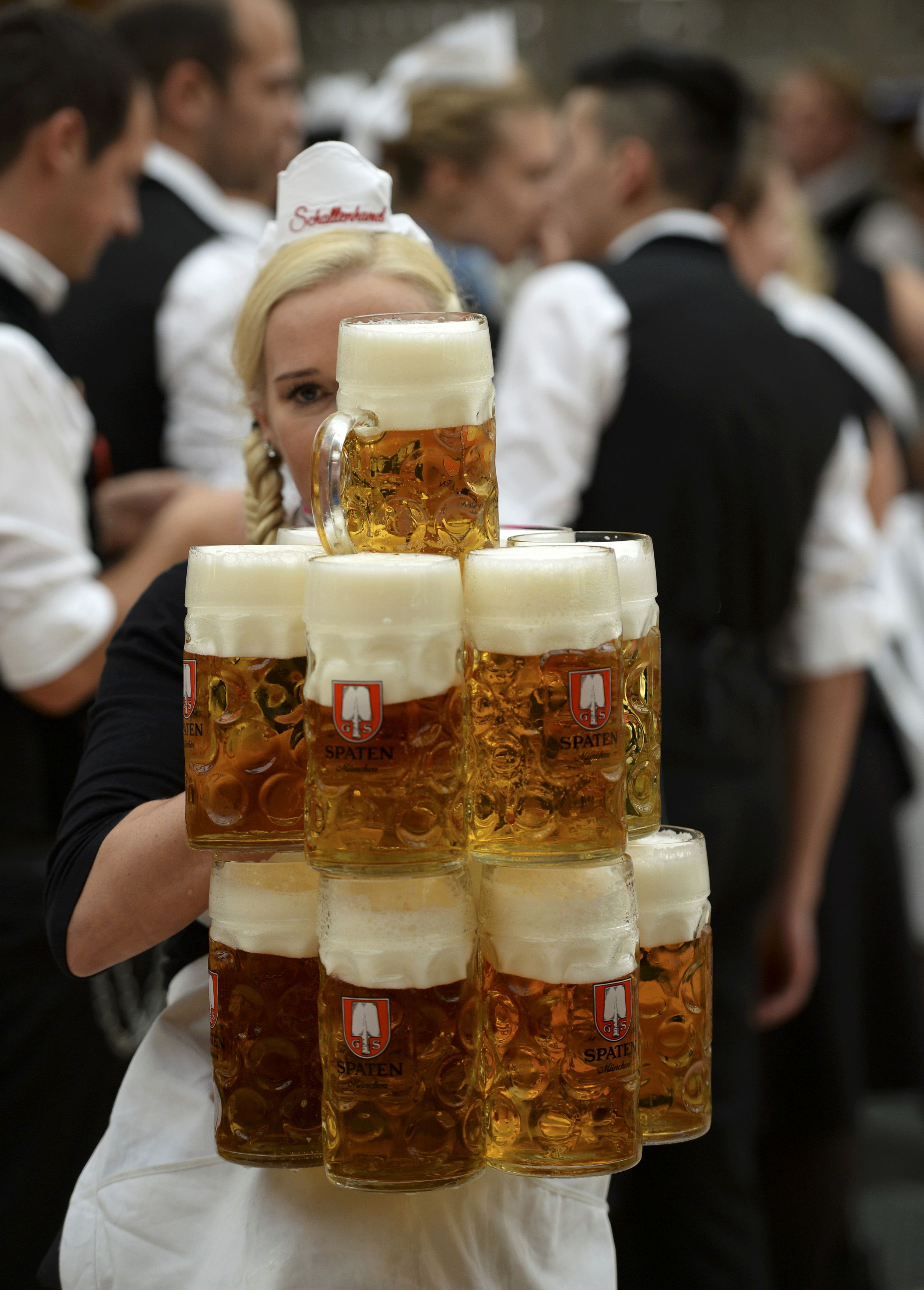 beer flows as oktoberfest kicks off in munich competition in the asian games and motorcycles. Black Bedroom Furniture Sets. Home Design Ideas