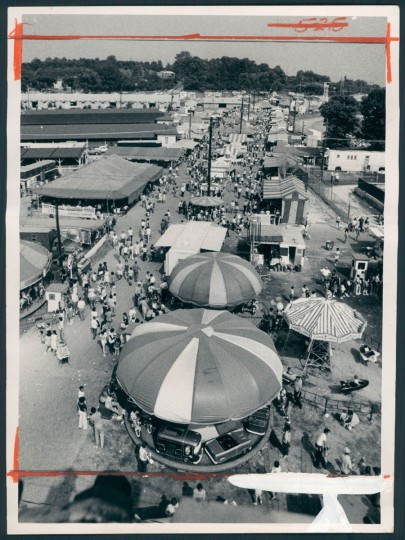 A ferris wheel view of the Maryland State Fairgrounds shows a Labor Day crowd that topped 77,000 on Sept. 7, 1971. (Carl D. Harris/Baltimore Sun)