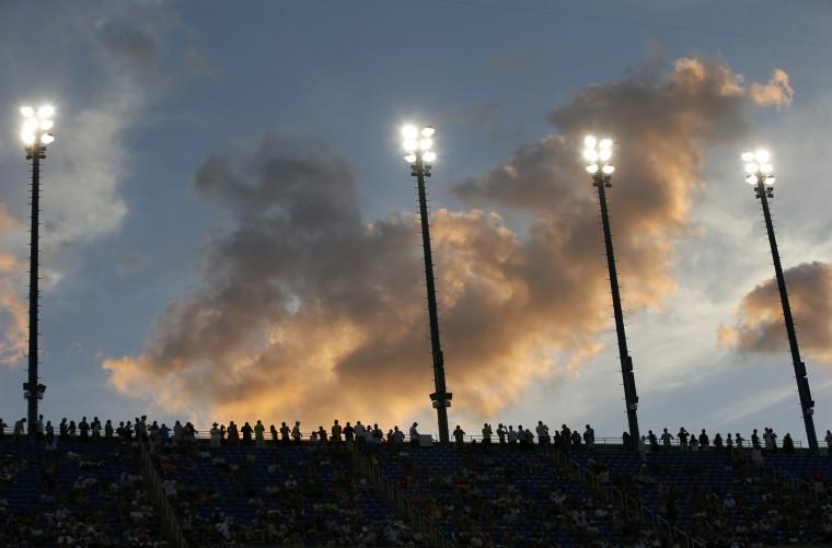 Tennis fans watch as the sun sets during the quarter-final match between Kei Nishikori of Japan and Stan Wawrinka of Switzerland at the 2014 U.S. Open tennis tournament in New York, September 3, 2014. (Mike Segar/Reuters)