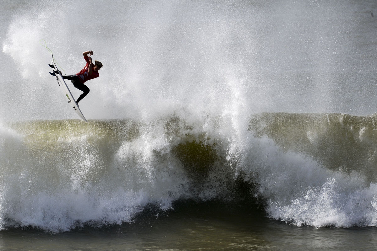 Surfing in Portugal, baby lion cubs, eyes on Kobane, Syria | Oct. 20