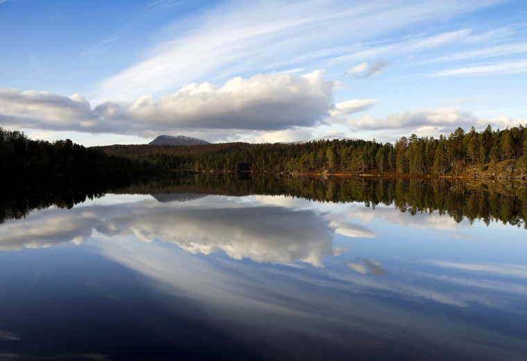 A general view of lake Nikkavatnet, north of the Arctic Circle, near the village of Mestervik in northern Norway September 28, 2014. (Yannis Behrakis/Reuters)