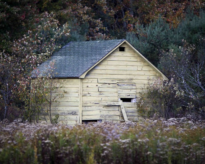 An abandoned garage is pictured in the Catskills region of New York October 5, 2014. (Carlo Allegri/Reuters)