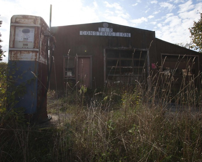 An abandoned business is pictured in the Catskills region of New York October 6, 2014. (Carlo Allegri/Reuters)