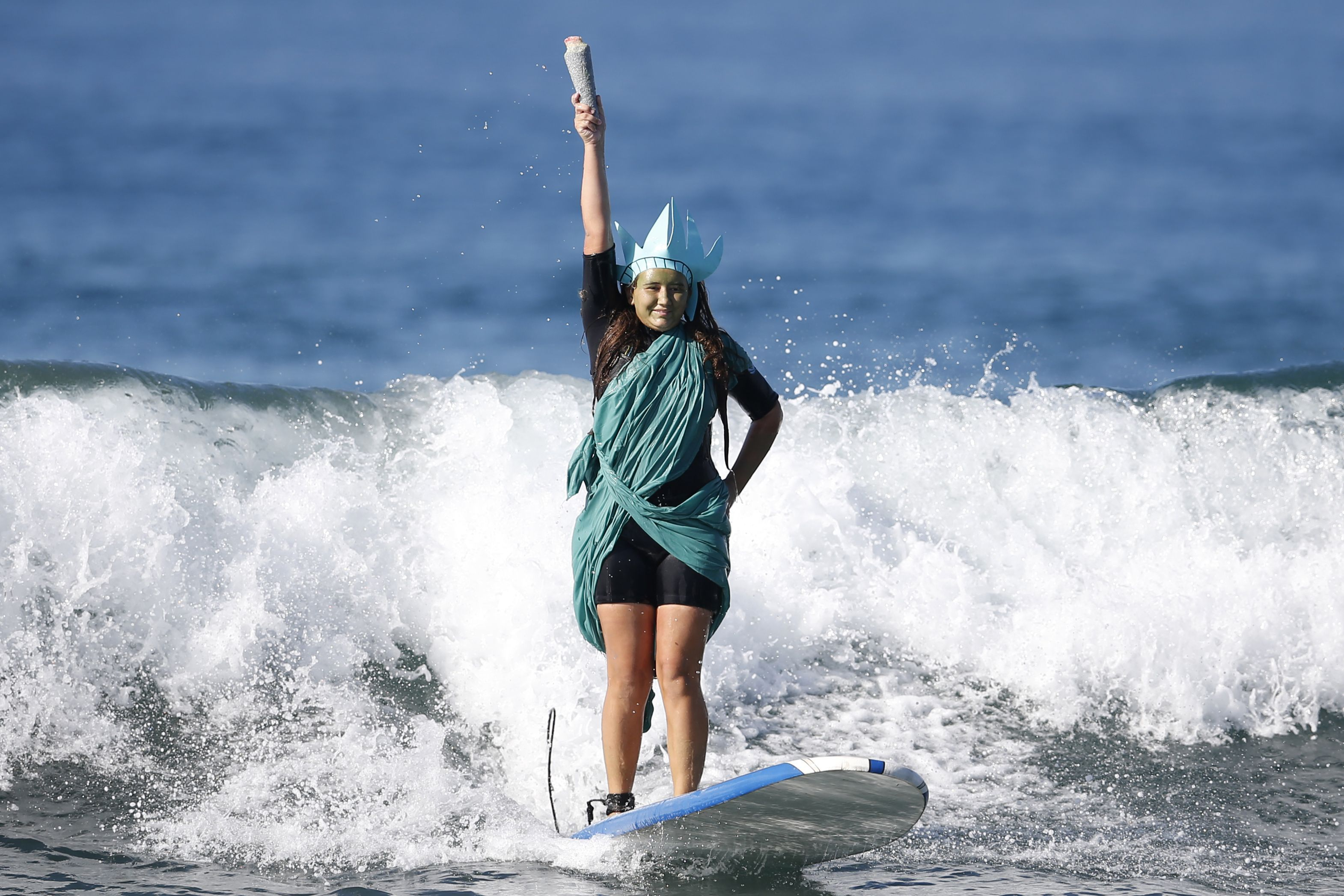 A Halloween surf contest, Serena Williams smashes her racquet and a costume contest for the dogs | Oct. 25