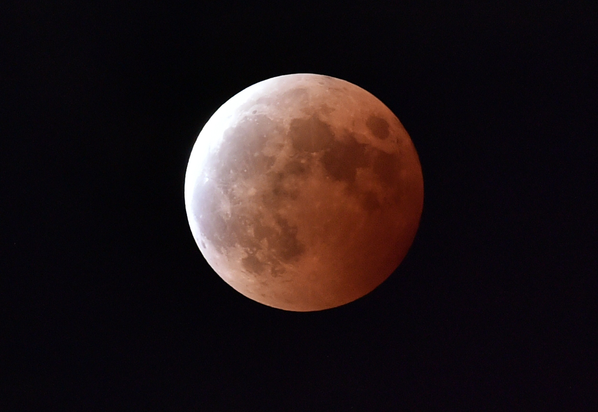 Blood Moon rising: Timelapse of the lunar eclipse