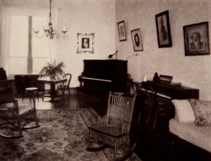 Music room at Mount de Sales in early 20th century.