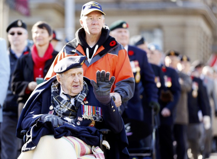 A veteran waves during a parade during Remembrance Day ceremonies at the National War Memorial in Ottawa November 11, 2014. (Chris Wattie/Reuters photo)