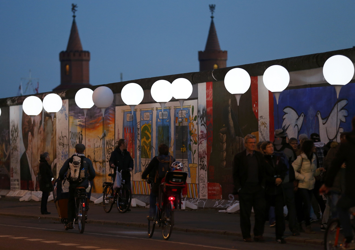 Glowing balloons backdrop commemorations of Berlin Wall's fall