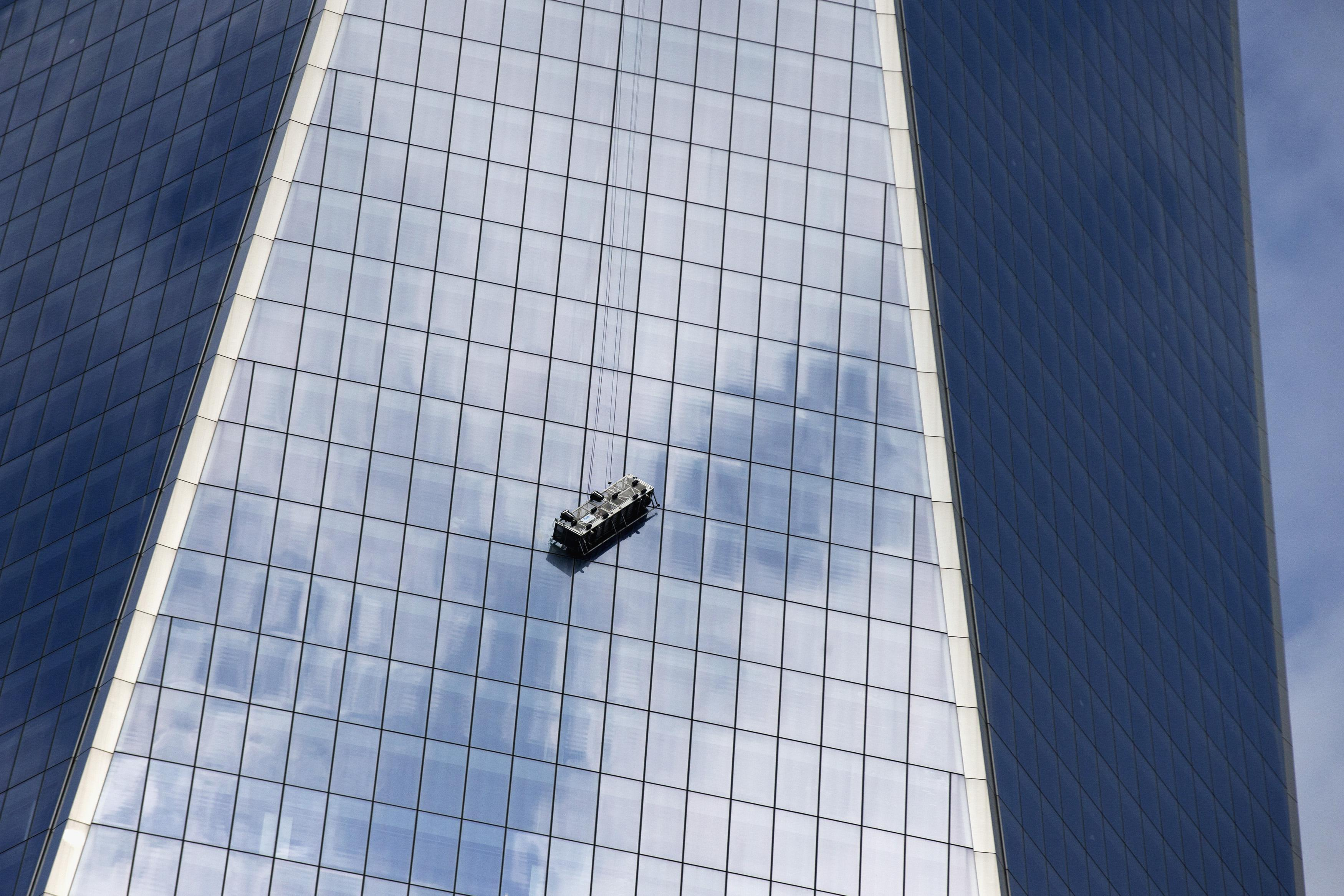 Window washers rescued from scaffold dangling at 1 World Trade Center
