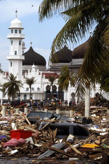 A scene of the damage in front of the Baiturrahman mosque caused by a tsunami that hit the Indonesian city of Banda Aceh. A scene of the damage in front of the Baiturrahman mosque that was caused by a tsunami that hit the Indonesian city of Banda Aceh December 27, 2004. Soldiers searched for bodies in treetops, families wept over the dead laid on beaches and rescuers scoured coral isles for missing tourists as Asia counted the cost on Monday of a tidal wave triggered by an earthquake that killed tens of thousands. (REUTERS/Beawiharta)