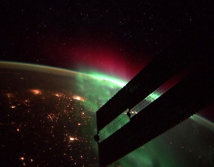 An incredible northern aurora on the morning of September 24. (Reid Wiseman/NASA)