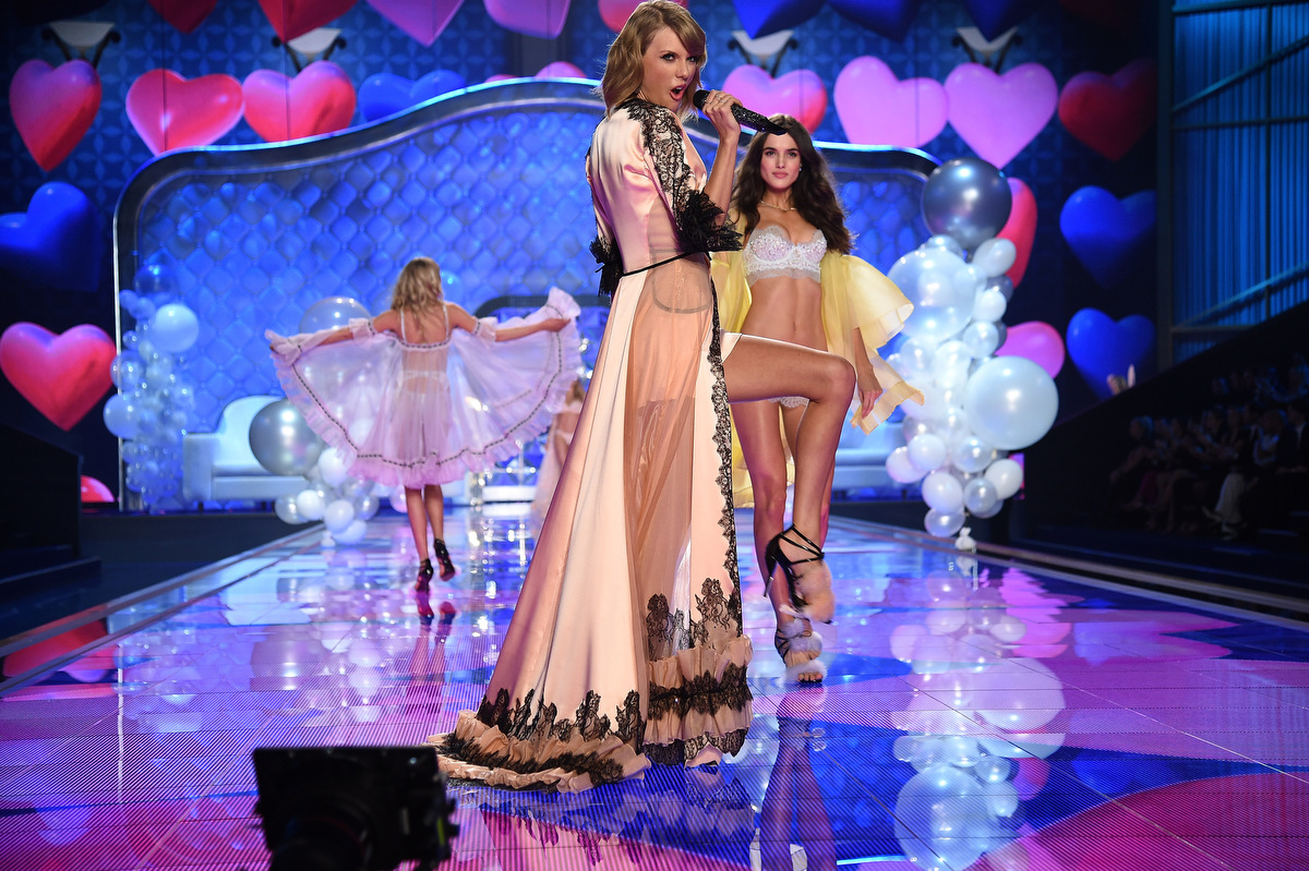 Victoria's Secret Fashion Show 2015 Hozier Ariana Grande Hozier and