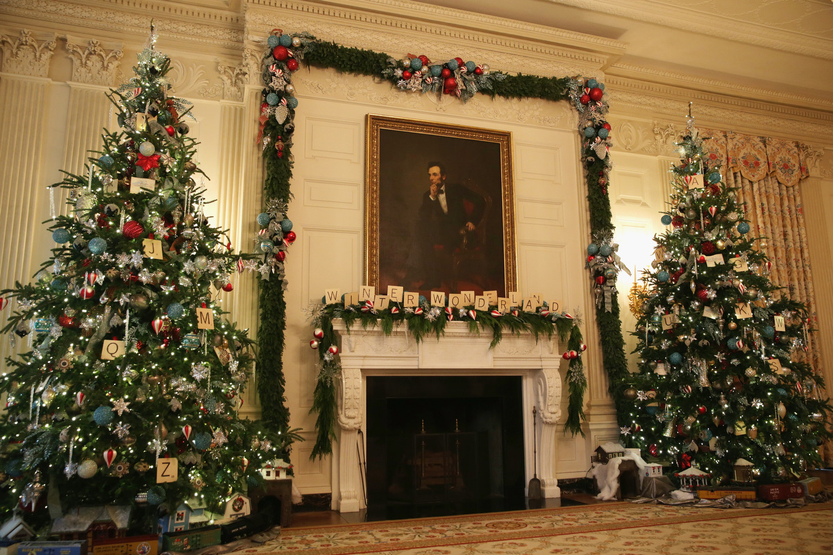 Michelle obama showcases the 2014 white house holiday for White home decorations