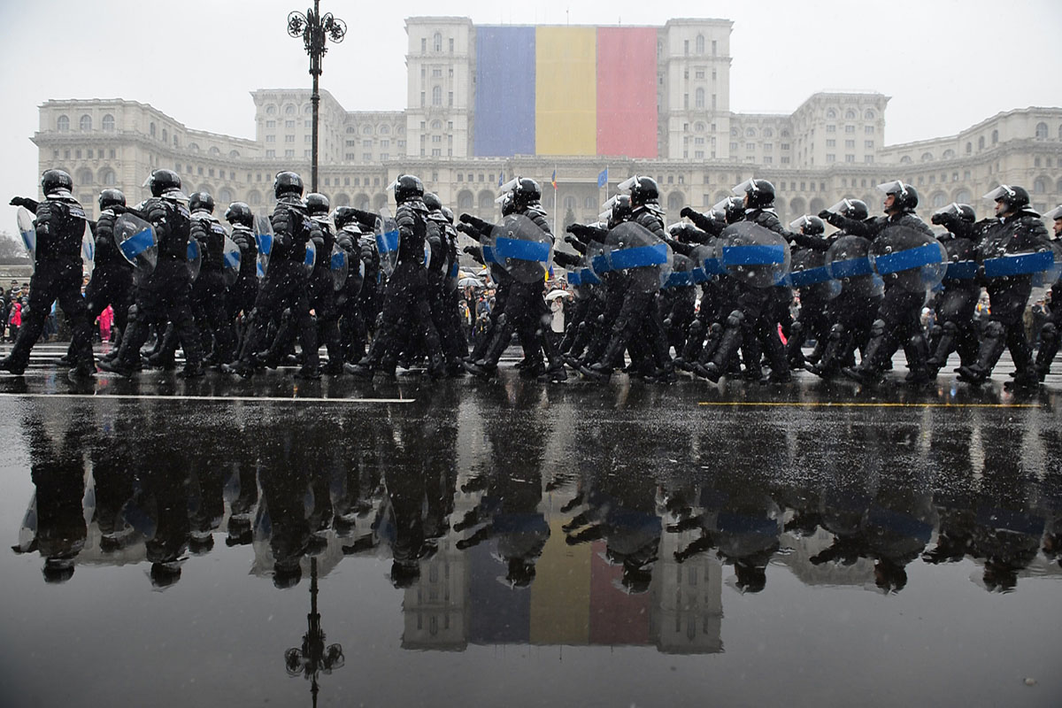National Day of Romania, fighting for Donetsk airport, Snowden livestream | Dec. 1