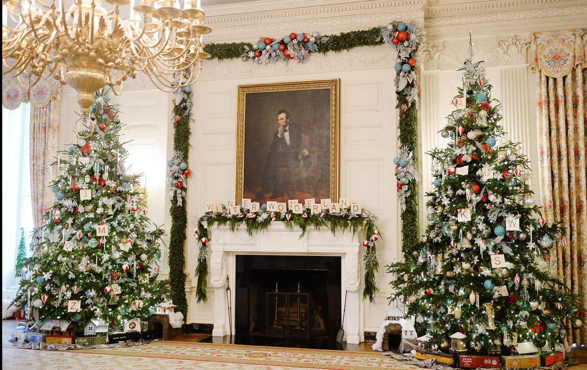Holiday decorations at the white house are displayed during a press - Preview Of This Year S White House Holiday Decorations On Wednesday Dec 3 2014 In Washington D C Olivier Douliery Abaca Press Tns
