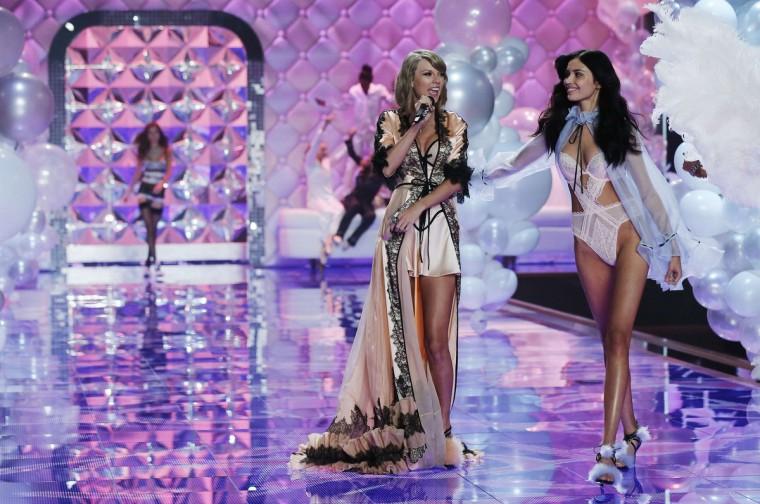 2014 Victoria's Secret Fashion Show Hozier the Victoria s Secret
