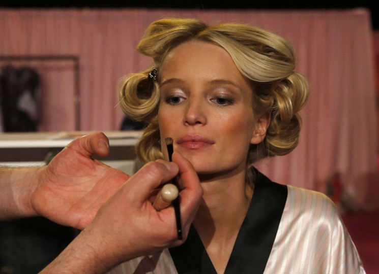 Model Romee Strijd has her make-up applied ahead of the 2014 Victoria's Secret Fashion Show in London December 2, 2014. (REUTERS/Suzanne Plunkett)