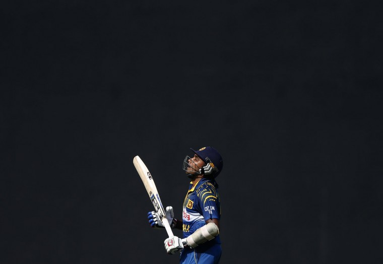 Sri Lanka's Mahela Jayawardene reacts as he walks off the field after his dismissal by England's Harry Gurney (not pictured) during their final ODI (One Day International) cricket match in Colombo December 16, 2014. (REUTERS/Dinuka Liyanawatte)