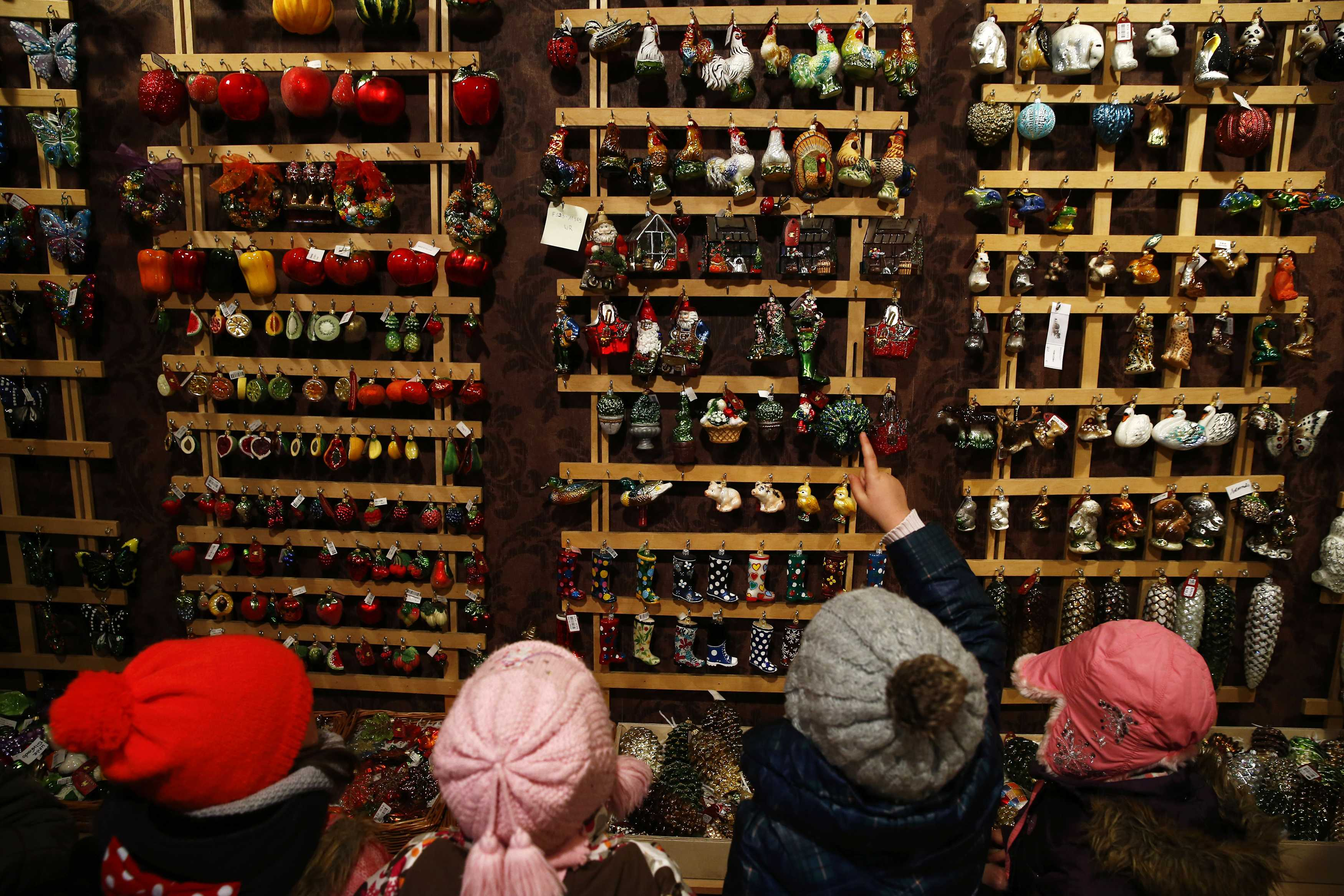 Polish glass ornaments - Children From Warsaw Kindergarten Point Glass Decorations As They Visit The Silverado Manufacture Of Hand Blown Christmas Ornaments In The Town Of Jozefow