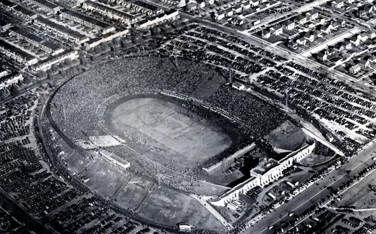 Baltimore Stadium hosts the 1944 Army-Navy game. (Baltimore Sun file photo)