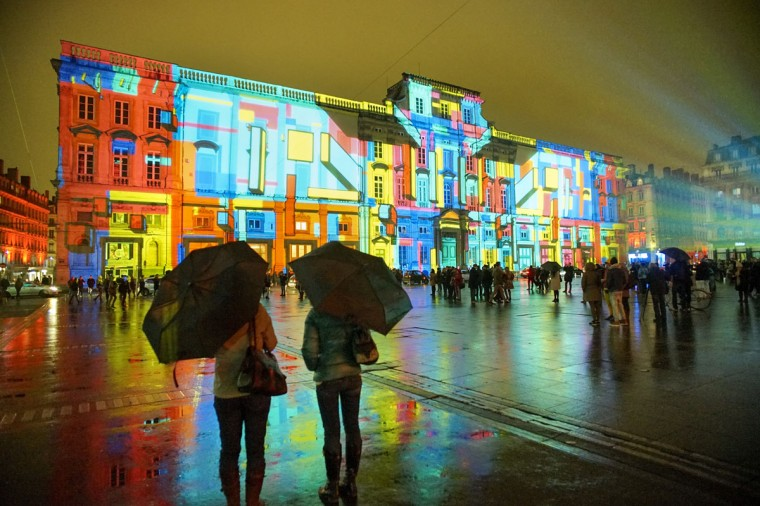 """View of """"Lyon, Terre aux lumieres"""" installation by artists Gilbert Coudene and Etienne Guiol during the rehearsal for the Festival of Lights in central Lyon late in the night on December 4, 2014. (REUTERS/Robert Pratta)"""