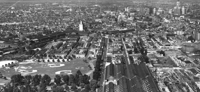 11/28/1940: Washington Boulevard as it enters the city. Photo by Sun Photographer R.F. Kniesche.