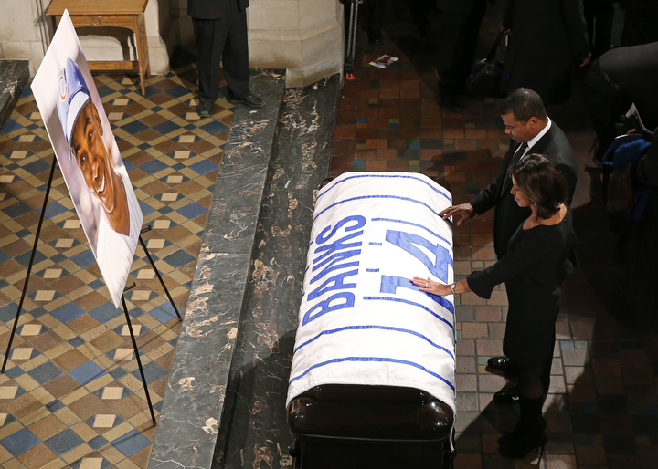 Chicago White Sox Executive Vice President Kenny Williams and Zoraida Sambolin touch the casket of Ernie Banks before the funeral service at Fourth Presbyterian Church in Chicago. (John J. Kim/Chicago Tribune/TNS)