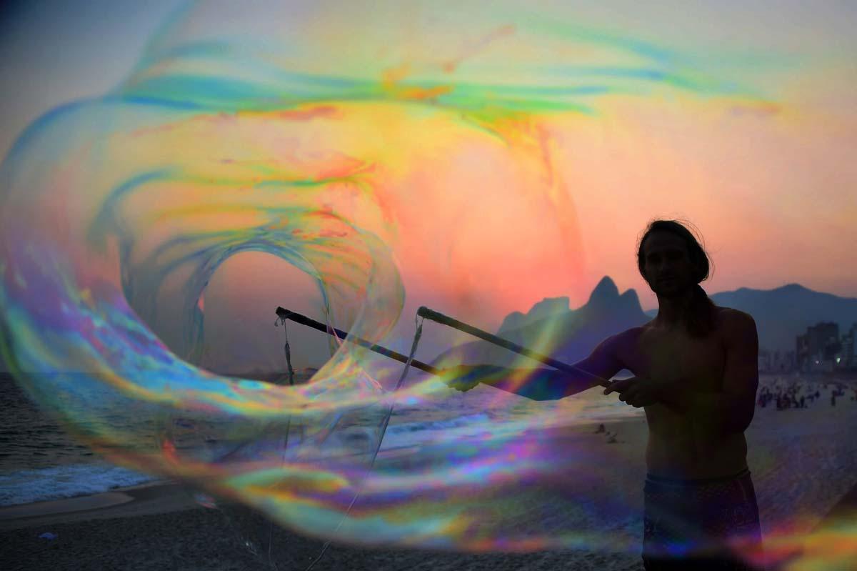 A Grextension, rainy golf in Florida, bubbles in Brazil | Feb. 27