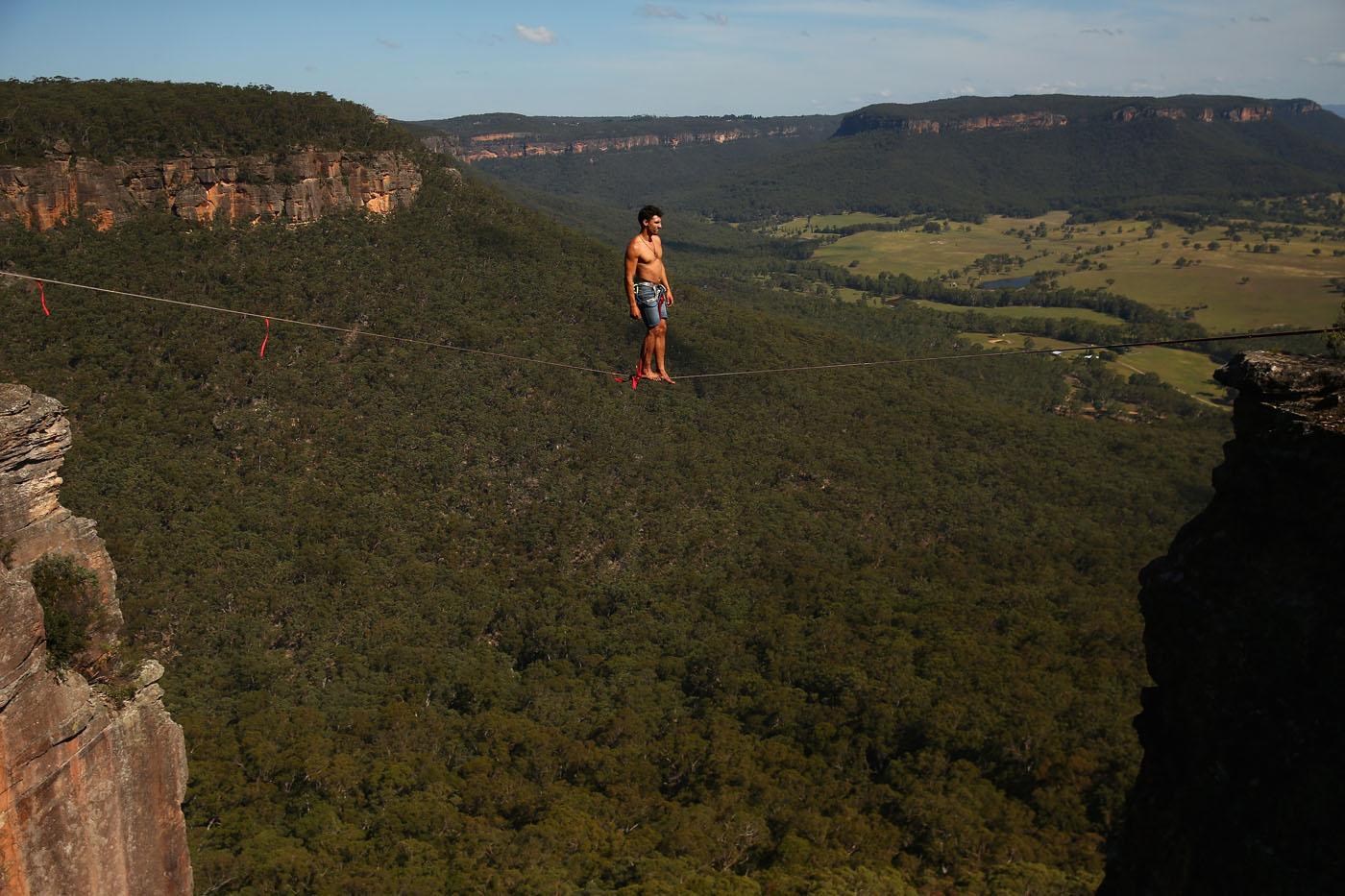 A highline walk over Australia