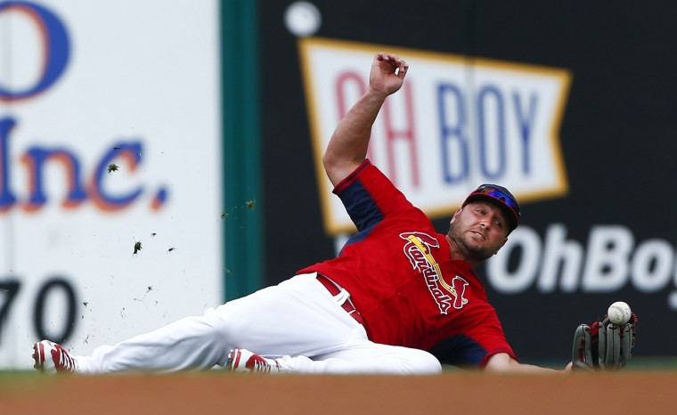 St louis cardinals left fielder matt holliday 7 can t hang on to a